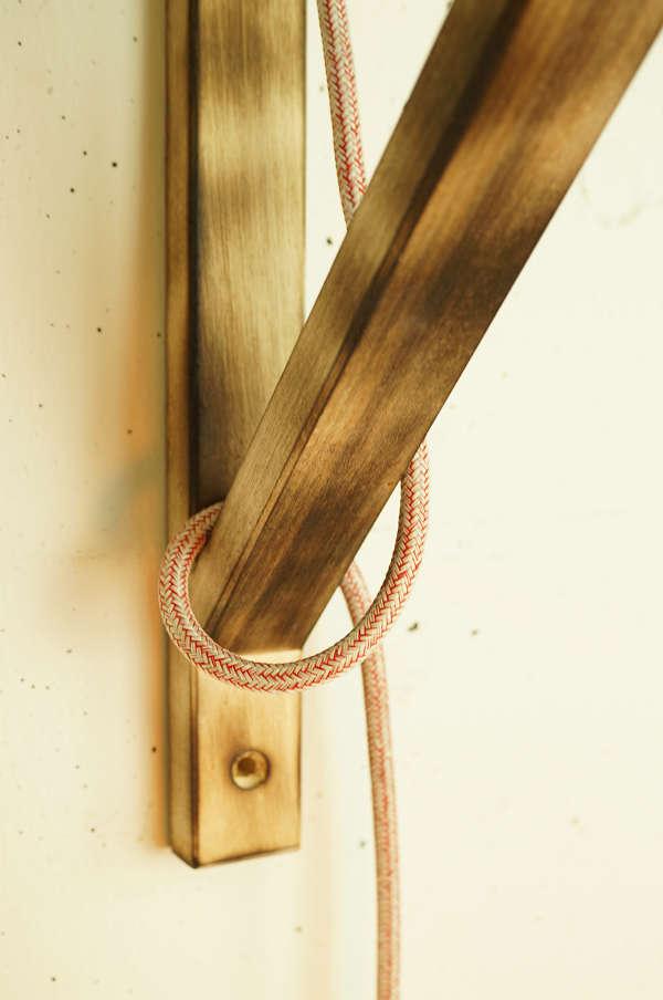 DIY: Eine schlichte Holzkonsole wird zur auffälligen Wandlampe